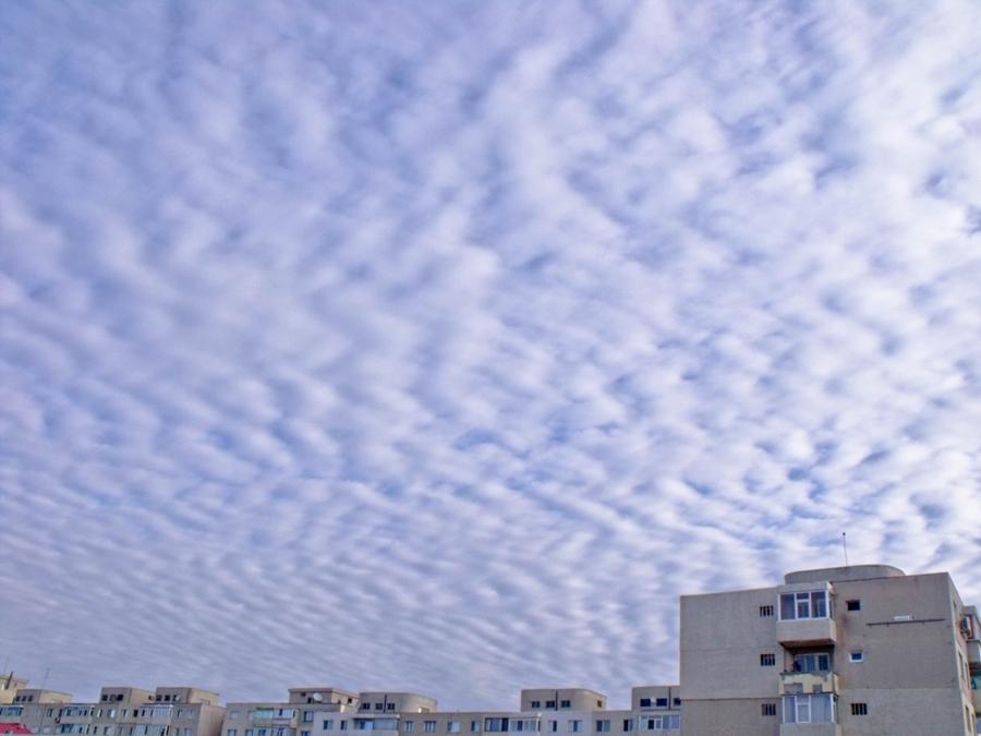 nori pe cer blocuri constanta
