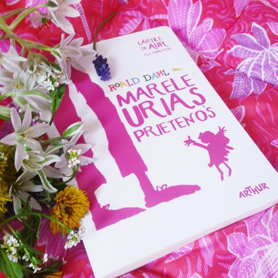 recenzie carte marele urias prietenos roald dahl coperta flori