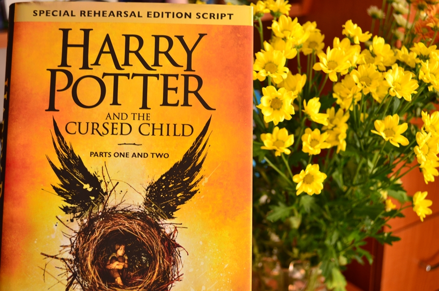 coperta carte harry potter and the cursed child j.k. rowling