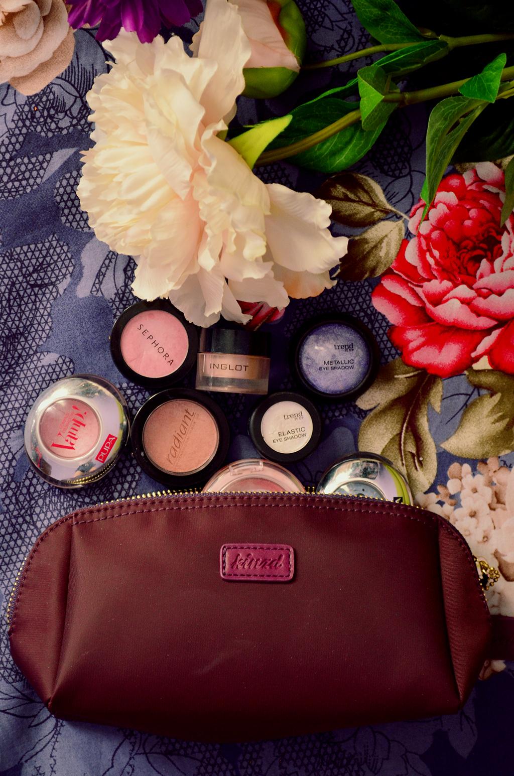 cum imi organizez trusele cu machiaj makeup storage organization