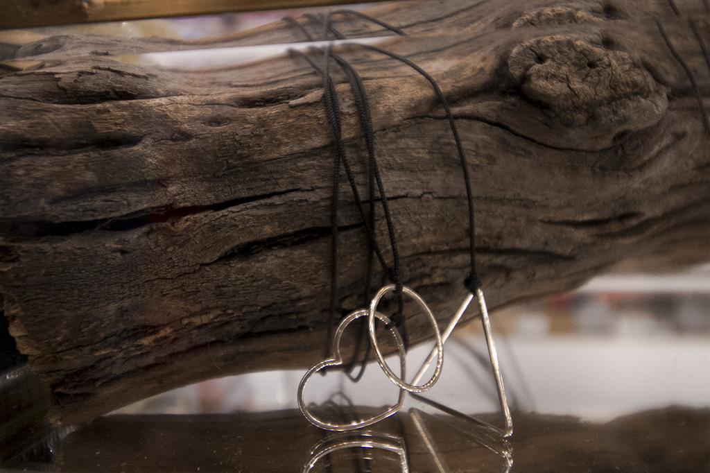 lansare bijuterii constanta ostara charms carturesti alina popa