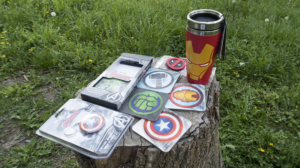 cadouri marvel supereroi diverta avengers cani stickere insigne