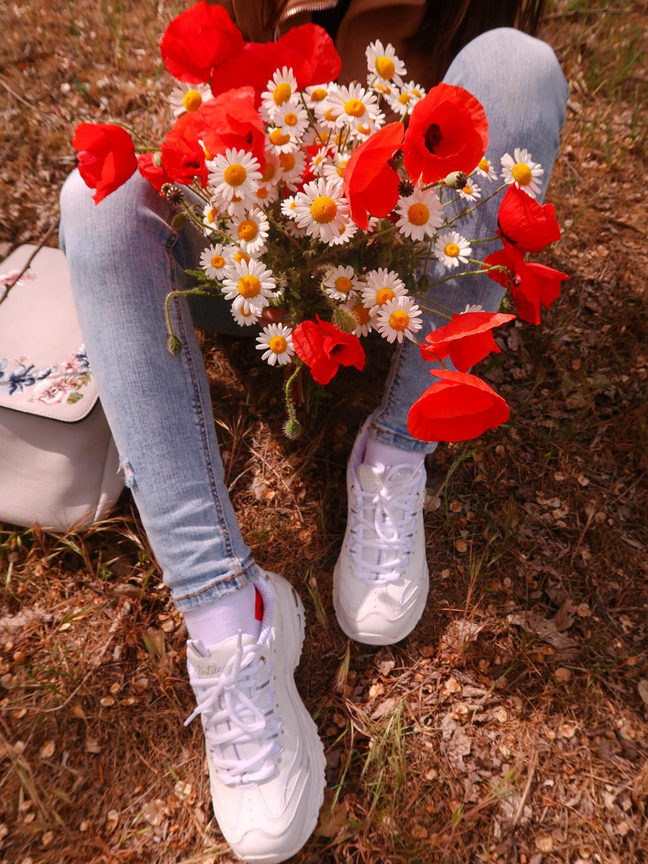 outfit bonprix adidasi skechers dlites albi prima plimbare in natura dupa izolarea sociala maci mamaia constanta