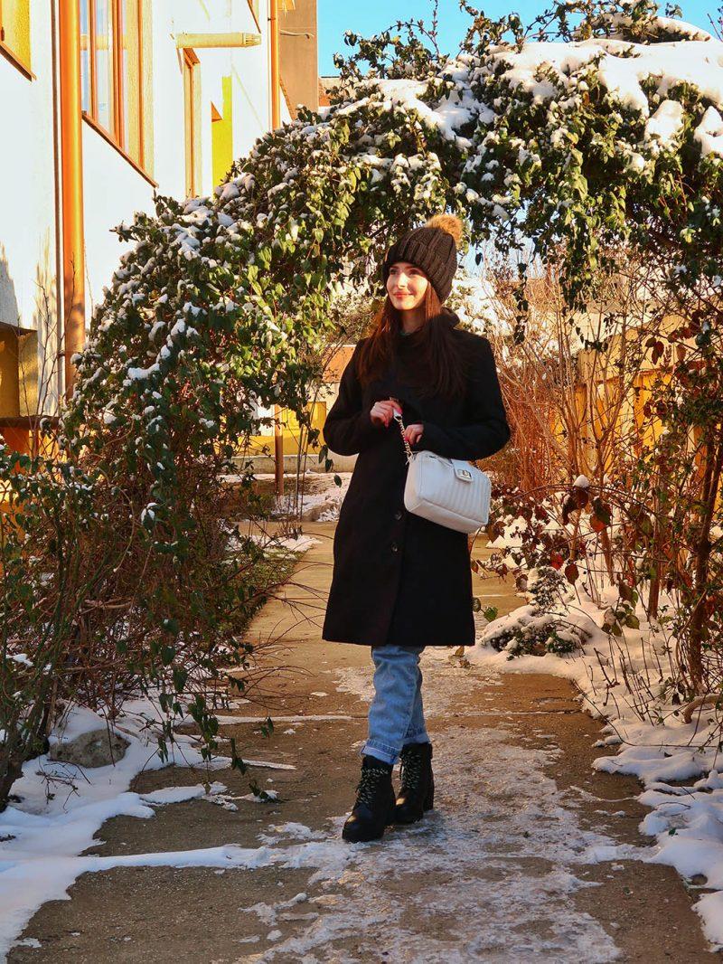 bonprix esential in garderoba paltonul negru calduros moale