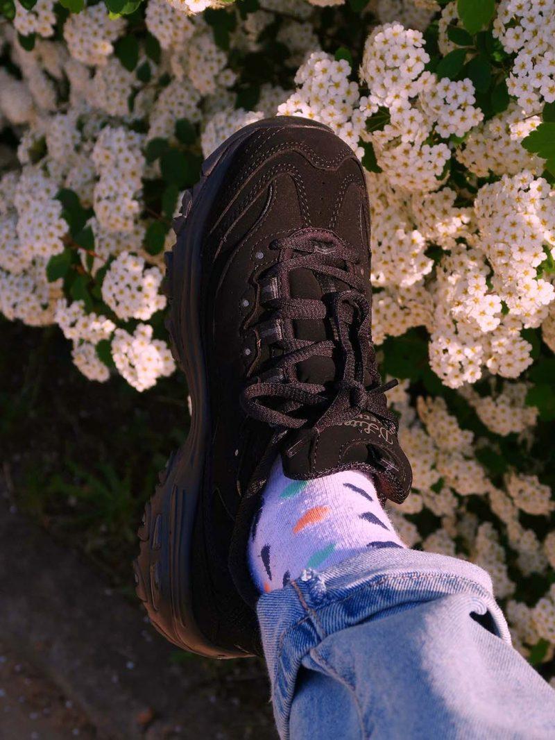 bonprix outfit tinuta ootd cool fun tricou scooby doo mom jeans geaca neagra adidasi negri sketchers dlites