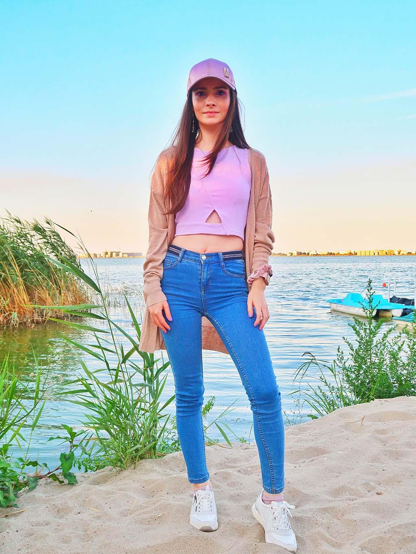 bonprix outfit ootd tinuta zilei plimbari relaxante in serile de vara pe faleza din ovidiu adidasi mustang