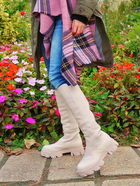 cum alegi o pereche de cizme lungi la moda iarena cizme talpa groasa bej crem toamna