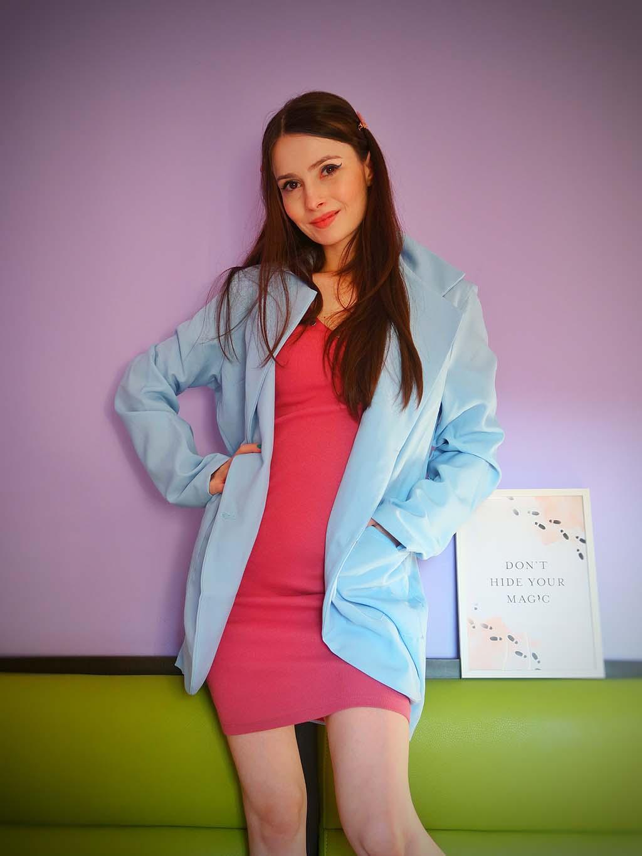 noutati femme luxe in garderoba trening mov si sacouri lungi